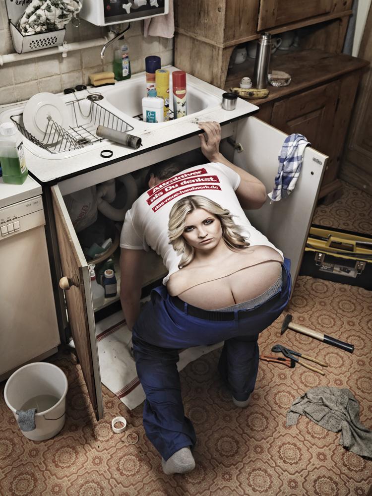 В шкафу пан ковальский голый сидит